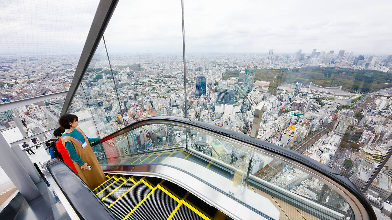 Photo of visitors rising to the skydeck, Shibuya Sky.