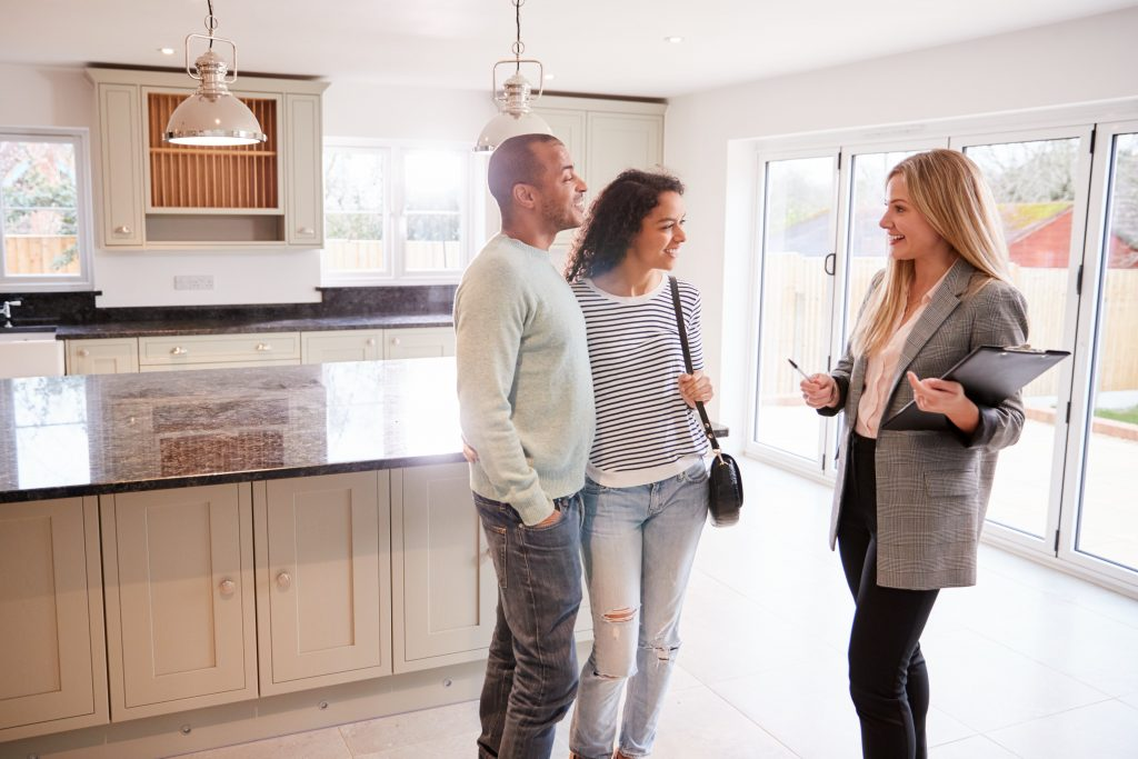 Real estate agent Tokyo helping a couple in buying house in Japan